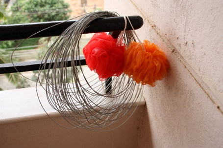 Handy equipment - Gay steel wire and nylon scrubs